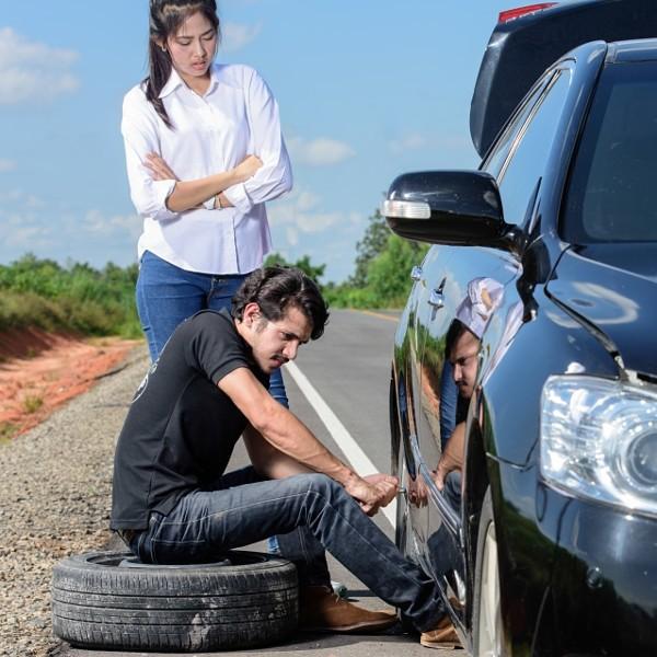 Broken wheel man changing tire help